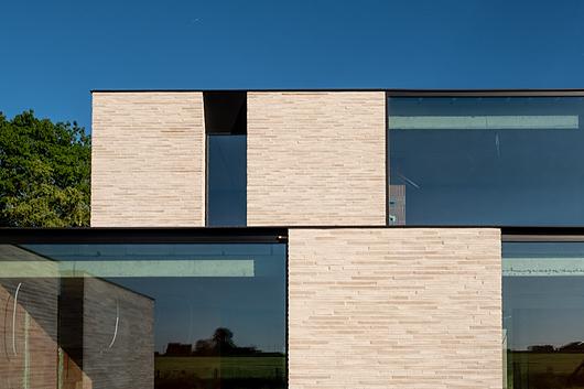 طراحی نمای ویلا و یکپارچگی ساختاری در اجرای با آجر در چند پروژه