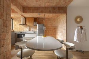 عملکرد و زیبایی شناسی: نمونه هایی از سیستم های سقف در طراحی داخلی