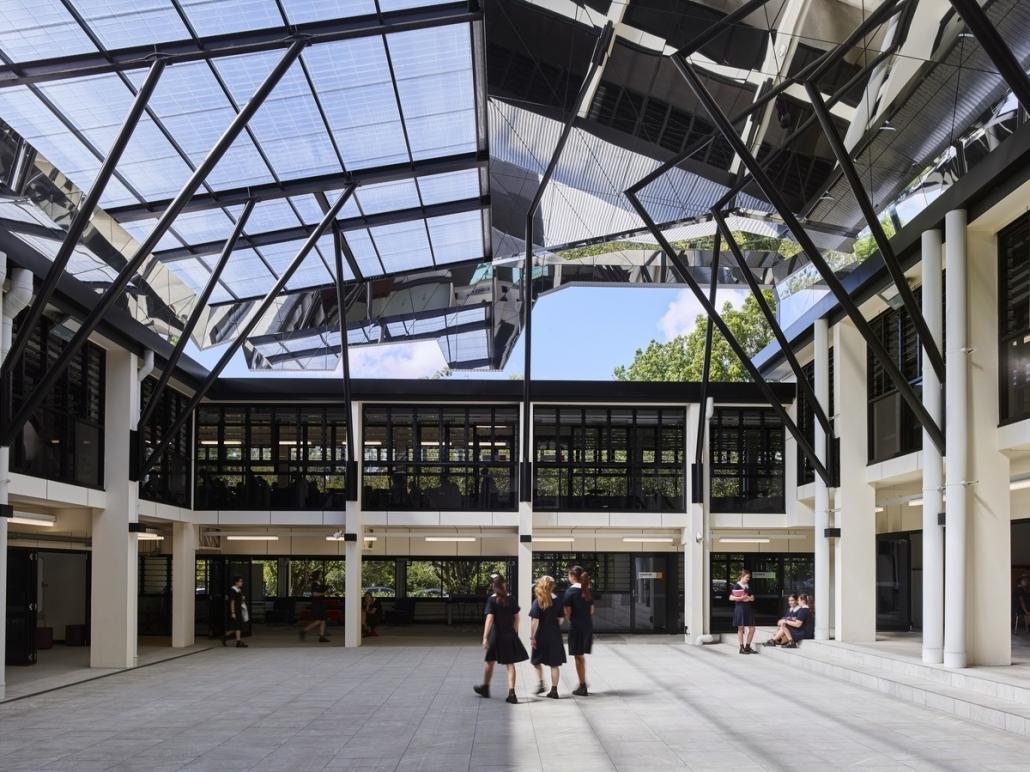 طراحی ساختمان مدرن پردیس سنت آیدان / معماری کاکس