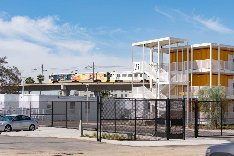 طراحی مجتمع مسکونی حمایتی در مرکز شهر لس آنجلس با کانتینر